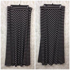 🌺Torrid Black White Striped Elastic Maxi Skirt